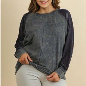 Umgee Velvet Sleeve Mineral Wash Sweatshirt Medium